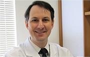 Descrição: http://cirurgiadamao2.tempsite.ws/Images/imagens_servicos_credenciados/instituto_ortopedia_traumatologia_santa_catarina/03-Dr-Henrique-Ayzemberg.png