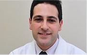 Descrição: http://cirurgiadamao2.tempsite.ws/Images/imagens_servicos_credenciados/instituto_ortopedia_traumatologia_santa_catarina/05-Dr-Gabriel-El-Kouba.png