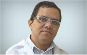 Descrição: http://cirurgiadamao2.tempsite.ws/Images/imagens_servicos_credenciados/sos_mao_recife/07-Dr.-Marcelo-Crisanto.png